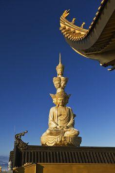 Sculpture of Bodhisattva Puxian, Emei Mountains