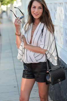 BLACK & WHITE SUMMER LOOK :: Leather shorts and a striped free people blouse & Chanel Boy Bag // Ledershorts & Wickelbluse