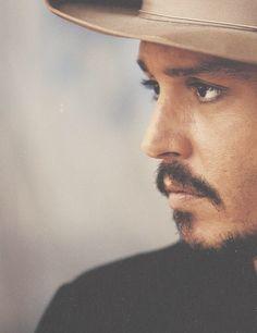 "Johnny Depp -- ""Sure I find it touching, honestly. But awards are not as important to me as when I meet a kid who says, 'I LOVE CAPTAIN JACK SPARROW. Johnny Depp Tumblr, Sophia Lauren, Here's Johnny, Johnny Depp Beard, Johny Depp, The Lone Ranger, Marlon Brando, Foto Art, Javier Bardem"