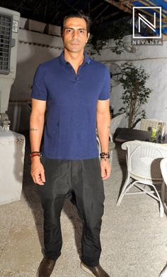 #ArjunRampal in a blue #tee and black pants