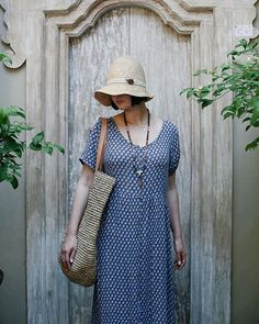 A basket big enough for all of our things, a hat to keep the sun off and a dress that covers the shoulders (necessary when visiting sacred temples) 🙏🏻🌿