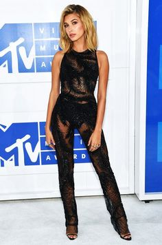 Hailey Baldwin wearing Georges Chakra at the 2016 VMAs.
