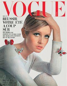 La couverture du numéro de mai 1967 de Vogue Paris avec Twiggy
