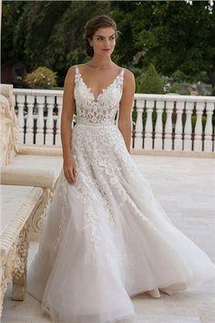 ca50ce2d873bf 65 meilleures images du tableau Robes de mariée   dentelle   Bridal ...