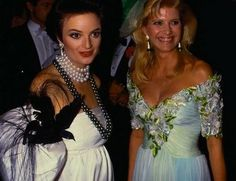 Prinzessin Gloria von Thurn und Taxis with Ivana Trump Royal Crowns, Royal Tiaras, Royal Jewels, Tiaras And Crowns, Thurn Und Taxis, Adele, Ivana Trump, Royal Princess, High Society