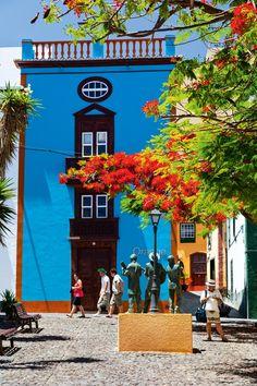 Plaza Mandale  Este coqueto rincón de Santa Cruz de La Palma, céntrico y peatonal, preserva la esencia de la arquitectura tradicional canaria. Islas Canarias