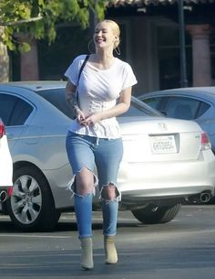 Candids of Iggy Azalea being all smiles and bootylicious while out and about in Malibu. Those jeans aren't even all that tight and her butt still looks big! All Fashion, Star Fashion, Fashion Outfits, Look Body, Iggy Azalea, Celebrity Outfits, Celebrity Pictures, Hollywood Fashion, Hollywood Actresses