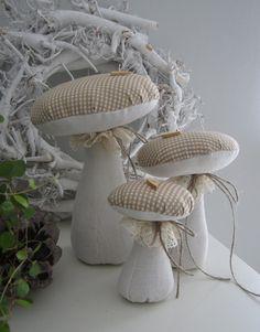 Deko-Objekte - drei Pilze im Landhaus-Stil - ein Designerstück von Feinerlei bei DaWanda 27,9 E