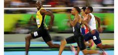 En plus d'une médaille d'or, le champion jamaïcain s'est offert une photo mémorable… Pour le plus grand plaisir des réseaux sociaux.