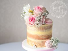 Naked cakes are no longer simple tiered cakes with a couple flowers thrown on top. Discover five unexpected and beautiful naked cake ideas here!