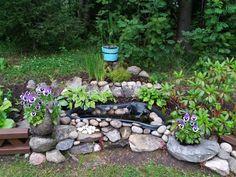 Etupihalta löytyy tälläinen lätäkkö. Pond in my garden.🌻