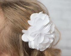 Ivory Hair clip  - La Bella Rose Boutique. Girl's hairstyles, girl's hair clips and hair bows, flower girl hair.