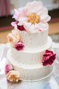 And this peony topped wedding cake? Yes, yes, yes! A Colorful Wedding at Bedford Springs Resort