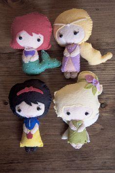 Felt Disney Dolls - Super cute and really simple.