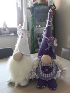 Love the white gnome.Family of GnomesYvonne Crotteau's media statistics and analytics Valentines Decoration, Gnome Tutorial, Gnome Hat, Christmas Gnome, Christmas Decorations, Christmas Ornaments, Scandinavian Christmas, Craft Fairs, Holiday Crafts
