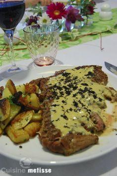 Entrecôte sauce foie gras, poêlée de girolles et pommes de terre salardaises
