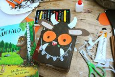 The Gruffalo craft/art activity Gruffalo Activities, Gruffalo Party, The Gruffalo, Craft Activities, Toddler Activities, Art For Kids, Crafts For Kids, Arts And Crafts, Gruffalo's Child