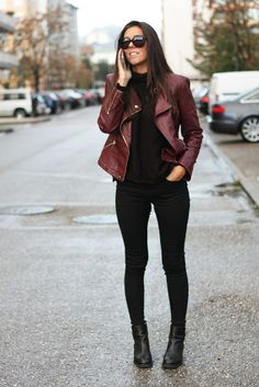 Love the look of suede paired with some great skinny jeans and. Casual Winter Outfits, Winter Fashion Outfits, Look Fashion, Stylish Outfits, Net Fashion, Fashion Fall, Fashion Trends, Mode Rockabilly, Mode Ootd