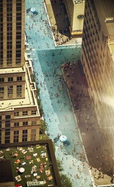fictional image of swimming in Manhattan. Can you imagine? This would be amazing Chill Songs, Parasols, Foto Art, Cool Pools, Print Pictures, Manhattan, Places To Go, Beautiful Places, Beautiful Lips