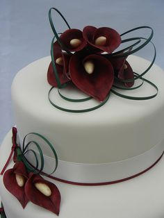 Cala Lilly Wedding Cake  by CakeDollies, via Flickr