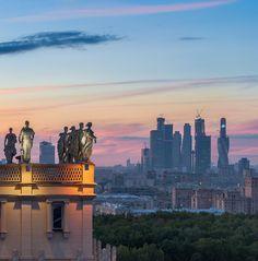 3,975 отметок «Нравится», 32 комментариев — Oleg Tokarev (@oleg_zeppelin) в Instagram: «Ленинский проспект»