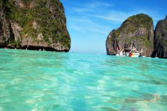 Tourné Sudeste Asiático -- Oi Galera! Gostaria de fazer este verão uma turnê do sudeste da Ásia, especialmente na Tailândia, Vietnã, Camboja e Laos. Eu gostaria de saber suas experiências, se ja conhecem alguma dessas cidades, o que vocês me aconselham e lugares que voces acham que tenho que conhecer. Obrigada pela ajuda!
