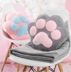 Cute kawaii cat paw pillow + blanket Source by Chat Kawaii, Kawaii Cat, Felt Crafts, Diy And Crafts, Sewing Crafts, Sewing Projects, Cat Pillow, Pusheen Pillow, Pusheen Plush