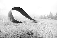 Teardrop, sculpture in metal by artist Thaddäus Salcher