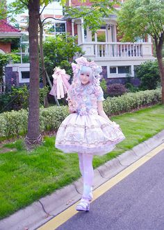 "The contrast here is so gorgeous! (""Angelic Pretty"")"
