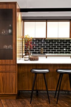 """We have collected some really great Black Subway tiles design to give that modern touch to your kitchen. Checkout Black Subway Tiles In Modern Kitchen Design Ideas"""" and get inspired. Wooden Kitchen, Kitchen Tiles, New Kitchen, Kitchen Black, Walnut Kitchen, Kitchen Stools, Kitchen Stuff, Kitchen Island, Kitchen Cabinets"""
