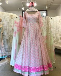 Indian Dress Up, Indian Gowns Dresses, Indian Attire, Pakistani Dresses, Stylish Dress Designs, Stylish Dresses, Fashion Dresses, Fashion Styles, Fashion Trends