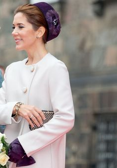 royal sass — Opening of Parliament 2014 Princesa Mary, Princesa Real, Denmark Royal Family, Danish Royal Family, Crown Princess Mary, Prince And Princess, Mary Donaldson, Girls First Communion Dresses, Style Royal