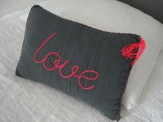 pillow n°74 http://parfumsdinterieur.blogspot.fr/search/label/chambre%20fille