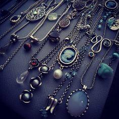 Some older Pandora stuff #pandoranecklace #necklaceinvasion #mypandorastory #mypandora #pandoraoffical #necklace #jewelleryblogger #jewellery #instapandora #fashionblogger #fashionista #fashion #naturalgemstone #cameo #pearls #chalzedony #twotonepandora #style #bijoux #schmuck #retiredpandora #kette #925silver #pandoraaddict #pandoramonamour #dopandora