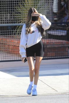 Cute Comfy Outfits, Casual Winter Outfits, Comfy Clothes, Sport Chic, Blackpink Fashion, Fashion Outfits, Madison Beer Outfits, Skinny Inspiration, Skinny Girls