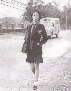 5月初旬、ネット上で話題になった「謎の女子高生」 Fashion Art, Editorial Fashion, Vintage Fashion, Womens Fashion, Japanese Culture, Japanese Girl, Japanese School, Brigitte Lin, Japan Photo