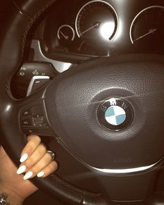 #nails #nägel #ongles #unghie #acryl #white #pearl #bmw