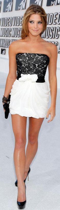 I love her dress !