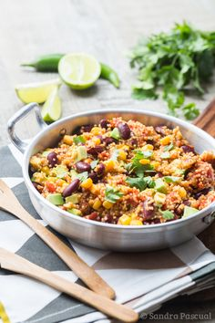 One Pan Mexican Quinoa. All in one dish with quinoa mexican way Veggie Recipes, Pasta Recipes, Mexican Food Recipes, Vegetarian Recipes, Cooking Recipes, Healthy Recipes, Yummy Recipes, One Pan Pasta, Pot Pasta