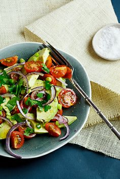 Light and delicious, this guacamole salad is perfect served with grilled meat/fish.
