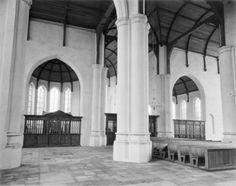 Interieur kerk naar zuidoost, gezicht op de toegang tot de Brederode-kapel