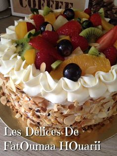 Gâteau Multifruits - Les Delices De FatOumaa HOuariii : Carnet de Recettes Cake Recipes, Dessert Recipes, Food Stations, Pastry Cake, Chocolate Cake, Chocolate Pastry, Food And Drink, Cooking Recipes, Yummy Food