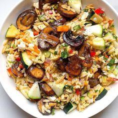 Mushroom Zucchini Recipe, Mushroom Salad, Orzo Salad Recipes, Pasta Salad, How To Cook Orzo, Courge Spaghetti, Vegan Recipes, Cooking Recipes, Zucchini Salad