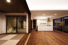 中庭とリビングに面したモダンな和室(2)