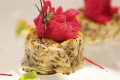 Rosquillas de papa con mousse de remolachas  Foto:Alfredo Willimburgh