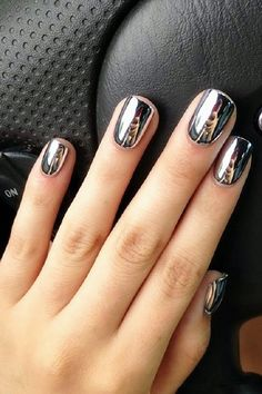 IG recently on the magical metal color nails, but also with three-dimensional pattern, no longer have to worry about forgetting to go out with a mirror ~