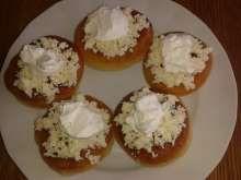 Jak udělat pravé bavorské vdolečky | recept | JakTak.cz Muffin, Bread, Buns, Breakfast, Food, Morning Coffee, Brot, Essen, Muffins
