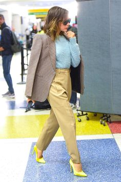 VK is the largest European social network with more than 100 million active users. Mode Victoria Beckham, Victoria Beckham Outfits, Classic Outfits, Cool Outfits, Casual Outfits, Fashion Outfits, Street Style Trends, Street Style Women, Max Mara