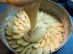 Prăjitura turnată Charlotte se prepară în doar 5 minute. Ceva mai bun nu vei găsi! - Bucatarul Pie Recipes, Cookie Recipes, Dessert Recipes, Romanian Desserts, Sports Food, Apple Desserts, I Foods, Cheesecakes, Bakery