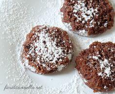 Biscotti in padella cocco e cioccolato :) Doughnut, Muffin, Breakfast, Desserts, Morning Coffee, Tailgate Desserts, Deserts, Muffins, Postres